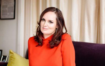 Photo of Deborah Frances-White for her Bookshelfie episode